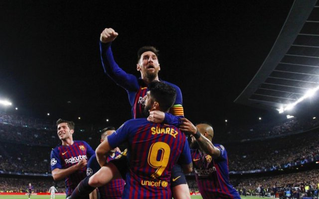 Photo of Messi Scores Sensational Free-Kick As Late Barcelona Goals Stun Liverpool