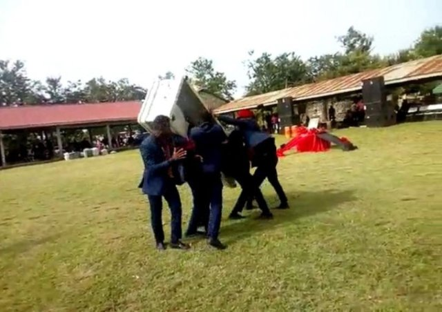 Photo of WATCH: Corpse falls out of coffin during a dance by pallbearers