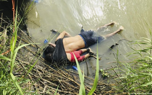 Photo of Migrant Father And Daughter Drown Trying To Reach US