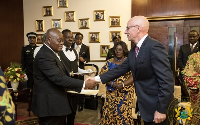 Photo of Let's Firm Ties – Akufo-Addo To 4 Envoys