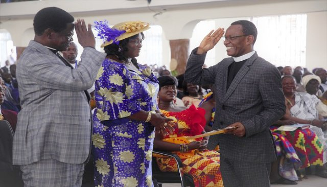 Photo of Retiring Pentecost Pastor Donates Pension Money Back To Church