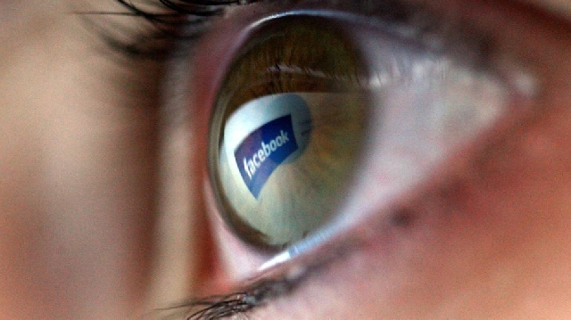 Photo of Facebook Working On Smart Glasses To Replace Cellphones