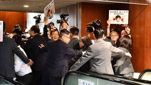 Photo of Hong Kong's Carrie Lam Abandons Speech After Protests