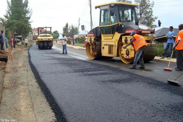 Photo of Kwahu West: Authorities Rush To Fix Roads As Akufo-Addo Visits