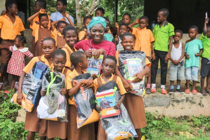 Photo of Abiola Bawuah Foundation Provides Support For Asante-Akyem Schoolgirls