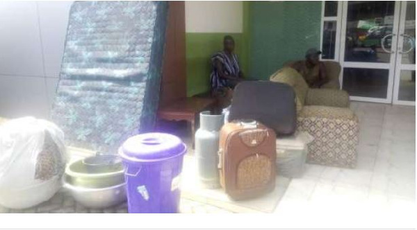 Photo of Carpenter Besieges Bank With Belongings Over Investments