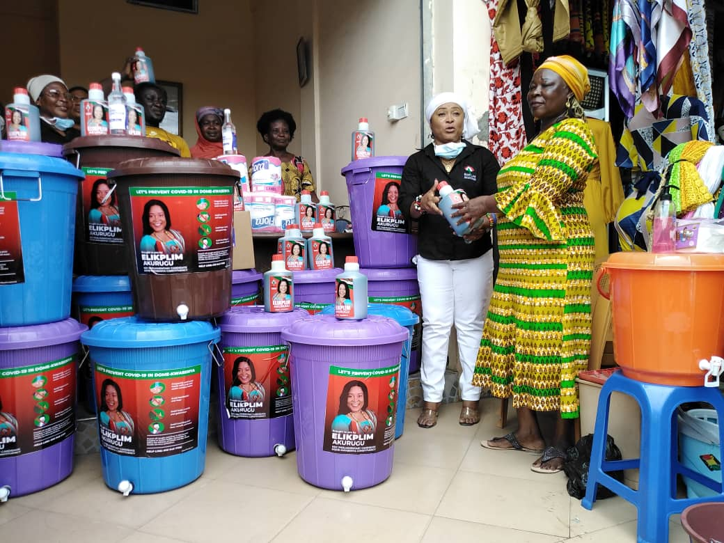 Photo of Dome-Kwabenya NDC Candidate Donates to Constituents in Response to COVID-19