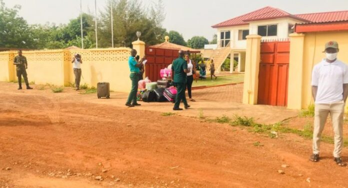 Photo of Tamale: Military Prevent COVID-19 Guineans From Leaving Quarantine Base
