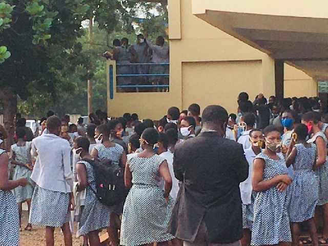 Photo of COVID-19: Accra Girls' SHS Students Picket As Worried Parents Storm School To Take Their Wards Home