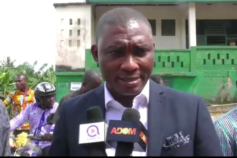 Photo of Chief Invokes Curses On Tarkwa MP For Stopping NDC PC From Building Community Toilet