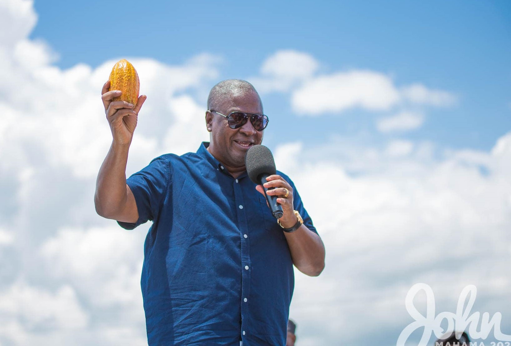 Photo of 'I'll complete all abandoned cocoa roads' – Mahama tells Sefwi residents