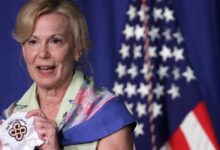 Photo of Dr Deborah Birx: White House Virus Expert Quits Over Holiday Travel