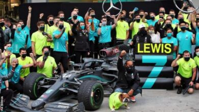 Photo of Lewis Hamilton Signs New Mercedes Contract For 2021 Season